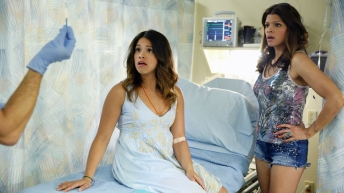 "Jane The Virgin -- ""Pilot"" -- Image JAV100b_0289 -- Pictured (L-R): Gina Rodriguez as Jane and Andrea Navedo as Xiomara - Photo: Greg Gayne/The CW -- © 2014 The CW Network, LLC. All rights reserved."